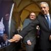 PM Tillich proudly presents Meissen porcelain