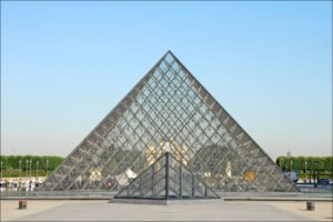 Jean-Pierre Dalbéra La pyramide du Louvre Flickr, https://creativecommons.org/licenses/by/2.0/ Attribution 2.0 Generic (CC BY 2.0)