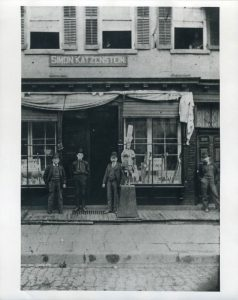 Tobacco store, 1880 (c) Leo Baeck Institute New York|Berlin
