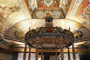 Reconstruction of the wooden ceiling of the lost 17th-century synagogue of Gwoździec in Warsaw's POLIN museum Fred Romero / Flickr / 24873632783_e57dd73c96_o / (CC BY 2.0) / https://creativecommons.org/licenses/by/2.0/