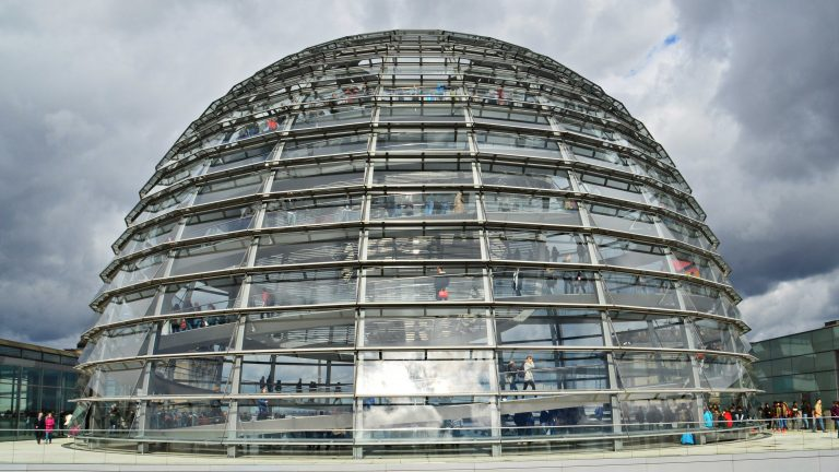 Reichstag building in Berlin: Down in the plenum politicians are arguing, up in the dome the people are strolling  33834849300_c2f558f4d9_o / Tobias Nordhausen / Flickr / Attribution 2.0 Generic (CC BY 2.0) / https://creativecommons.org/licenses/by/2.0/